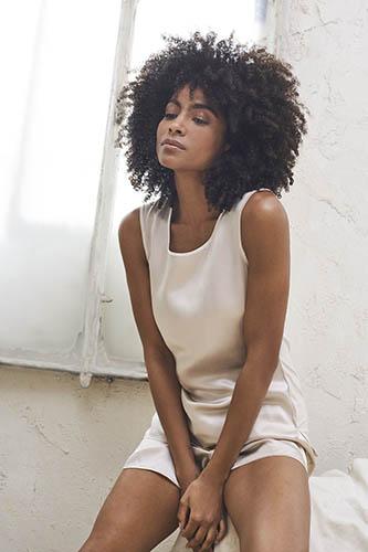 reportaje fotográfico comercial intimissimi chica con pijama blanco